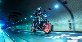 2021-Yamaha-MT09-EU-Storm_Fluo-Action-003-03
