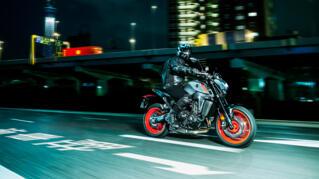 2021-Yamaha-MT09-EU-Storm_Fluo-Action-006-03_Thumbnail
