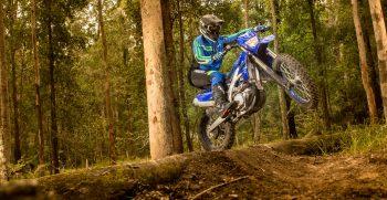 2021-Yamaha-WR450F-EU-Icon_Blue_-Action-001-03