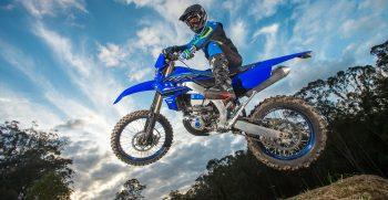 2021-Yamaha-WR450F-EU-Icon_Blue_-Action-002-03