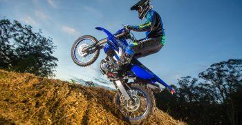 2021-Yamaha-WR450F-EU-Icon_Blue_-Action-005-03