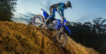 2021-Yamaha-WR450F-EU-Icon_Blue_-Action-006-03