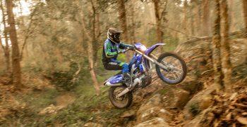 2021-Yamaha-WR450F-EU-Icon_Blue_-Action-007-03