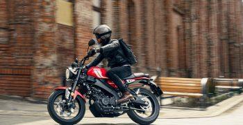 2021-Yamaha-XS125-EU-Redline-Action-008-03