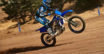 2021-Yamaha-YZ450F-EU-Icon_Blue-Action-004-03