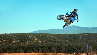 2021-Yamaha-YZ450F-EU-Icon_Blue-Action-005-03_Thumbnail