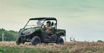 2022-Yamaha-YXM700EE-22-EU-Olive_Green-Action-001-03