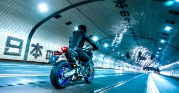 2021-Yamaha-MT09DX-EU-Icon_Performance_-Action-006-03