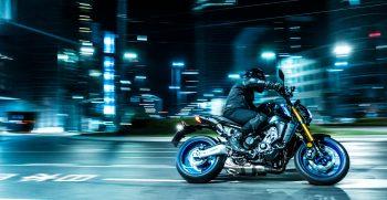 2021-Yamaha-MT09DX-EU-Icon_Performance_-Action-007-03