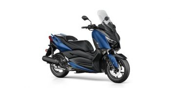 2018-Yamaha-XMAX125-EU-Phantom_Blue-Studio-001-03_Mobile