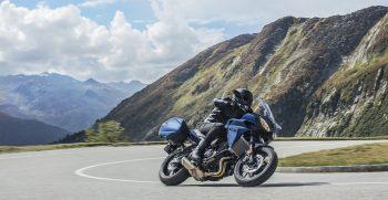 2019-Yamaha-MT07TRGT-EU-Phantom_Blue-Action-004-03
