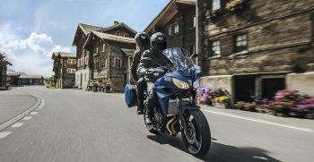 2019-Yamaha-MT07TRGT-EU-Phantom_Blue-Action-006-03