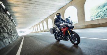 2019-Yamaha-MT09TRGT-EU-Nimbus_Grey-Action-001-03