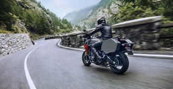 2019-Yamaha-MT09TRGT-EU-Nimbus_Grey-Action-003-03