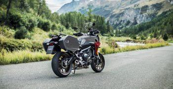 2019-Yamaha-MT09TRGT-EU-Nimbus_Grey-Static-003-03