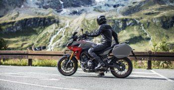 2019-Yamaha-MT09TRGT-EU-Nimbus_Grey-Static-004-03