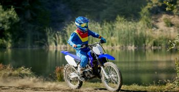 2019-Yamaha-TTR125LWE-EU-Racing_Blue-Action-007