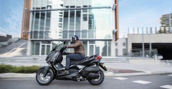 2019-Yamaha-XMAX300ASP-EU-Sword_Grey-Action-001-03