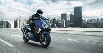 2019-Yamaha-XP500SXSE-EU-Phantom_Blue-Action-002-03