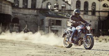 2019-Yamaha-XS700SCR-EU-Tech_Black-Action-005-03