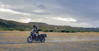 2019-Yamaha-XTZ1200ZESV-EU-Ice_Fluo-Action-001-03