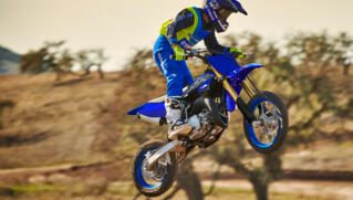 2021-Yamaha-YZ65-EU-Icon_Blue-Action-003-03_Thumbnail
