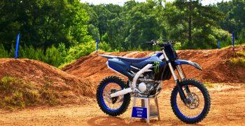 2022-Yamaha-YZ250FSV-EU-Monster_Black-Static-001-03